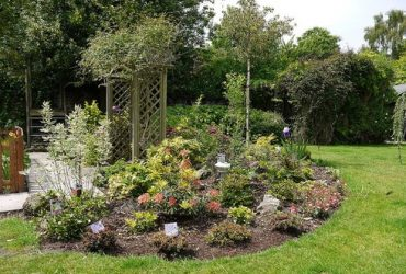 Japanese-style flower bed